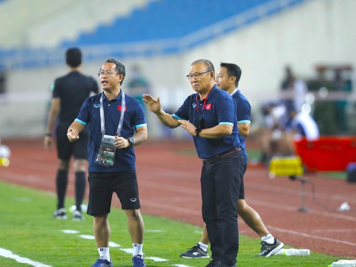 HLV Park Hang-seo cân nhắc chiến thuật dùng người trong trận gặp Úc