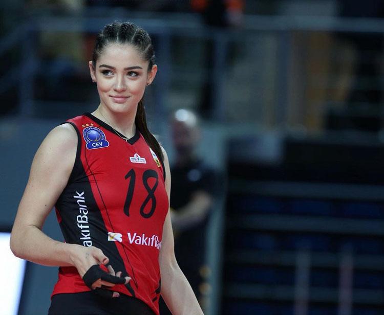 Zehra Gunes là một trong những cầu thủ nổi bật của giải bóng chuyền nữ vô địch châu Âu năm nay