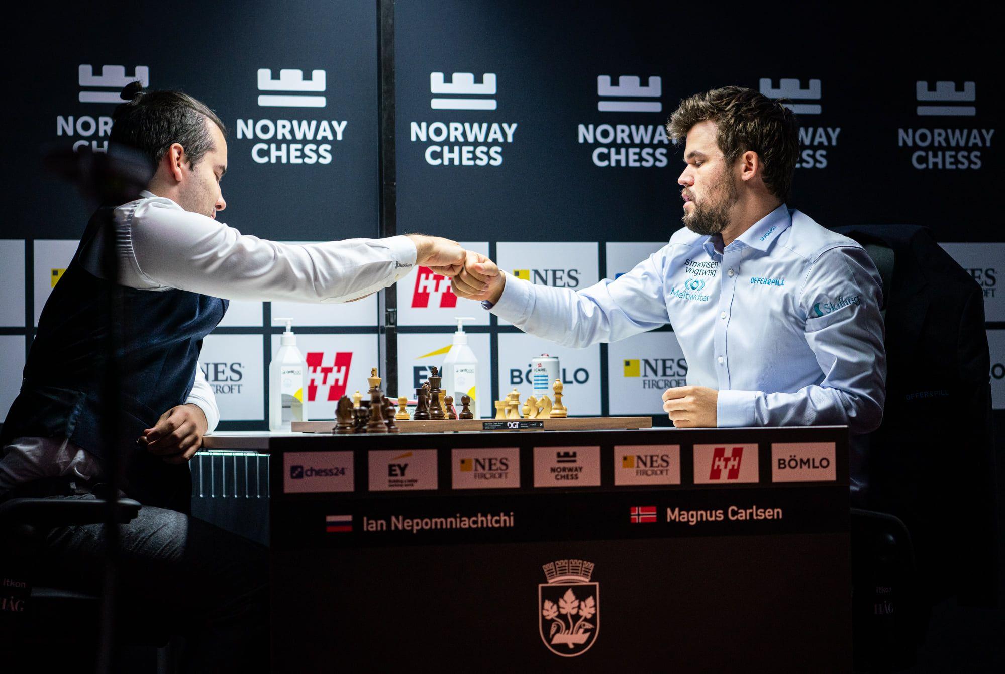 Carlsen và Nepomniachtchi hòa nhau ở ván cờ tiêu chuẩn