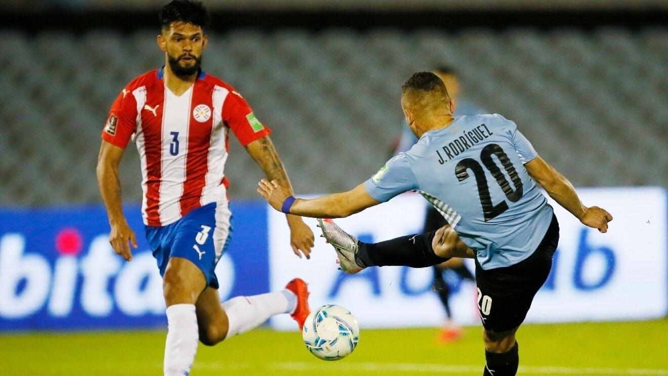 Tuyển Uruguay đánh bại tuyển Paraguay