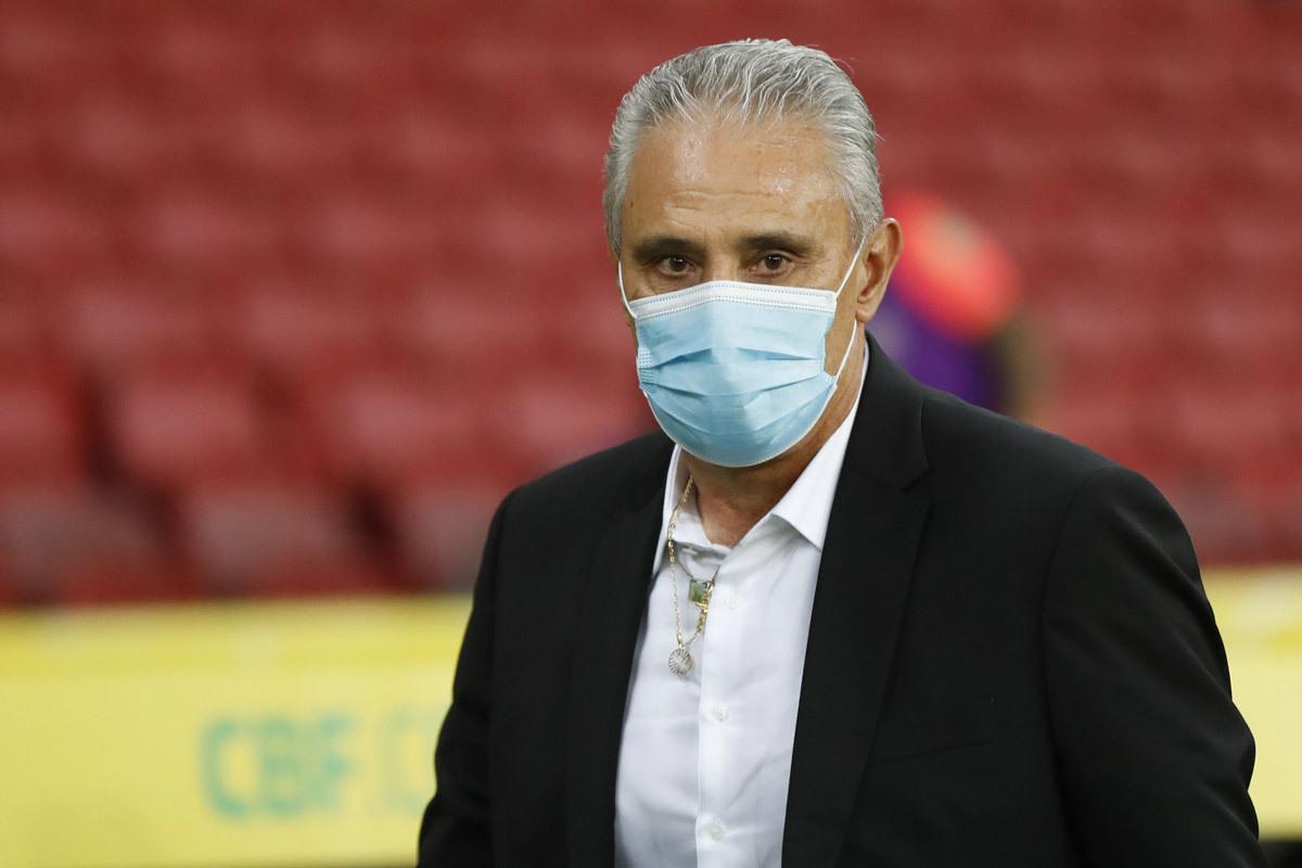 HLV Tite cho rằng cầu thủ Brazil chịu nhiều bất lợi
