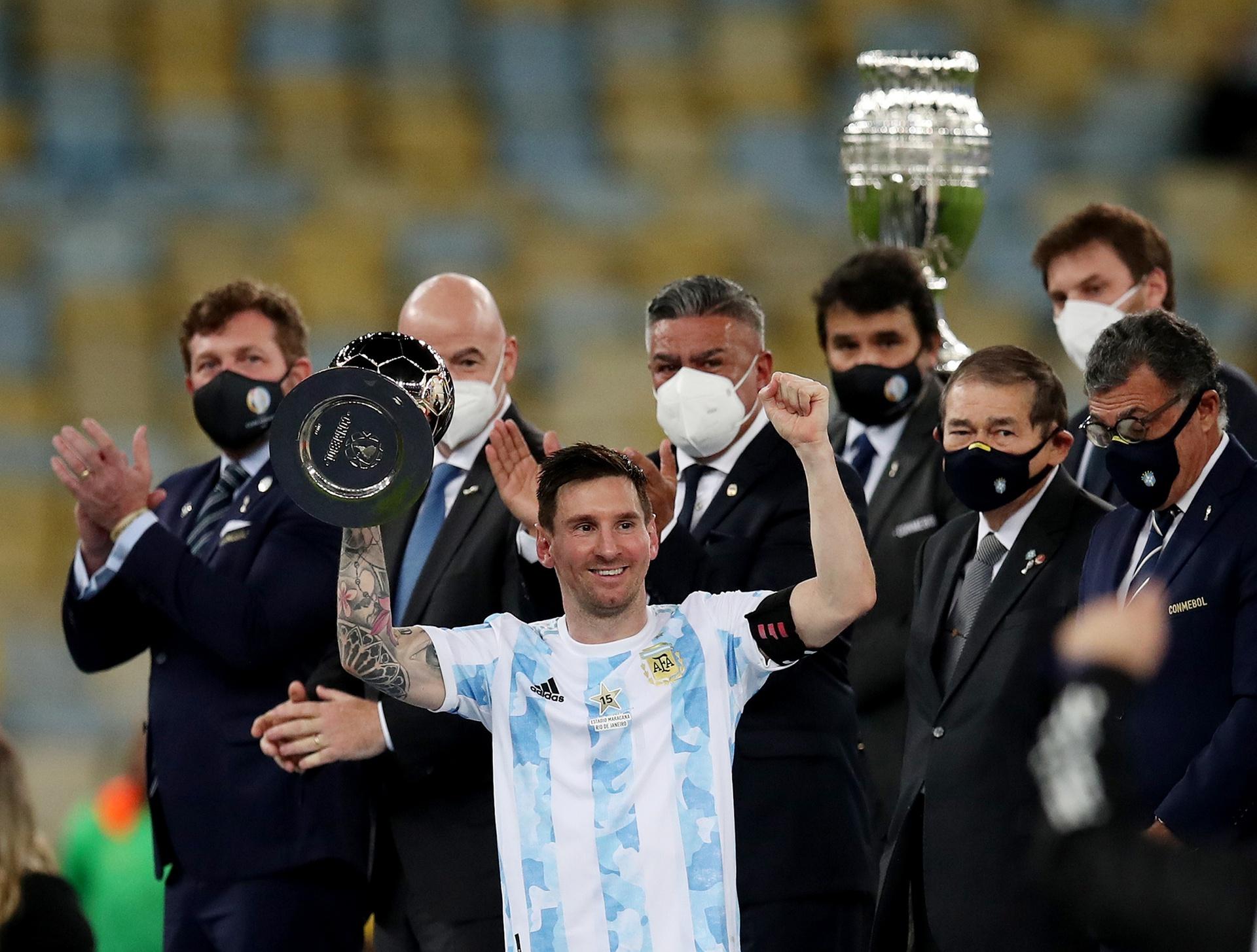 Lionel Messi nhận danh hiệu kép trong Copa America 2021