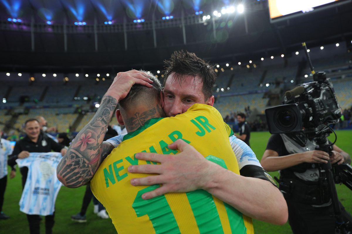 Lionel Messi và Neymar nhận danh hiệu cầu thủ xuất sắc nhất