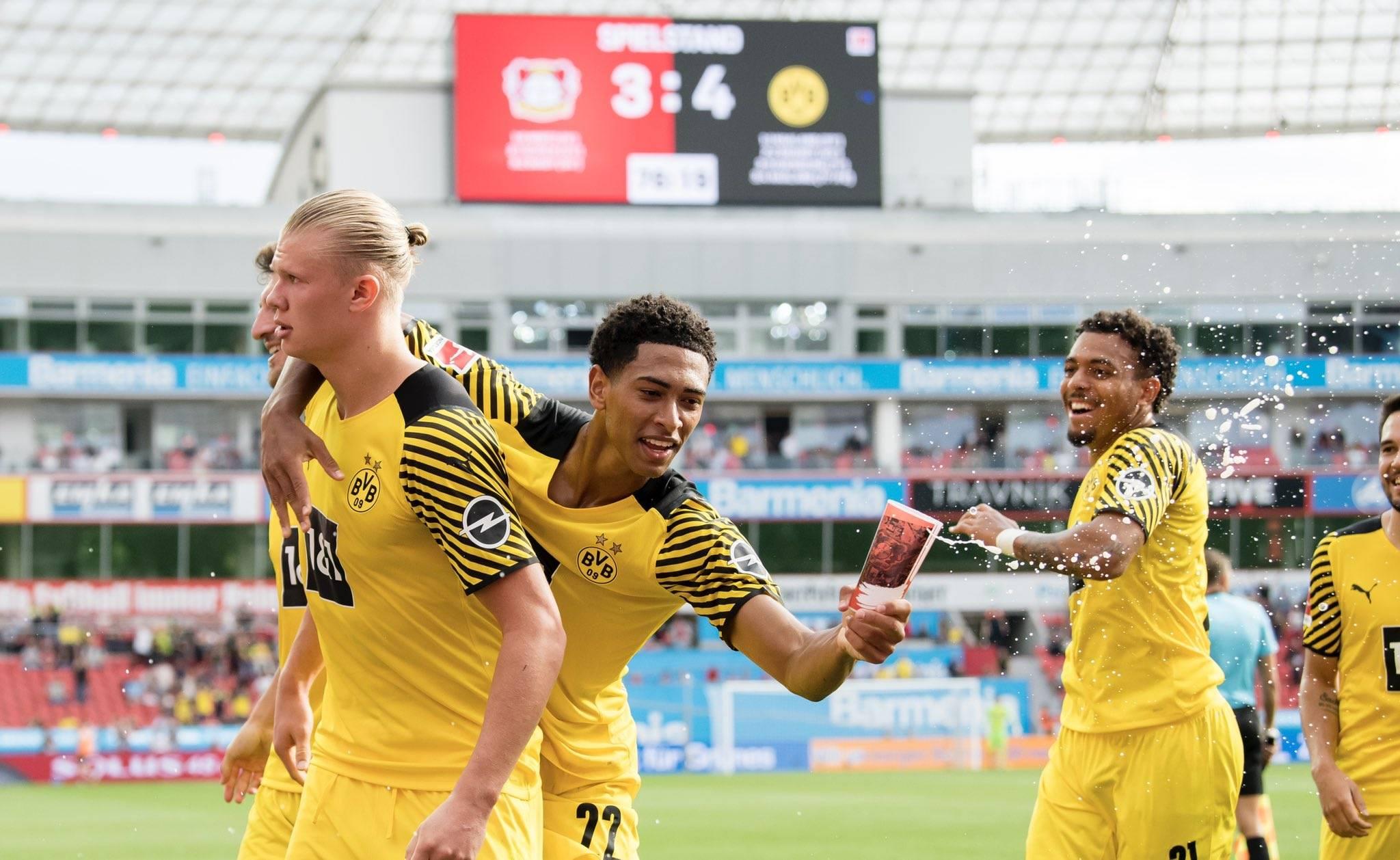 Raphael Guerreiro gỡ hòa cho Dortmund 3-3 ở phút 71