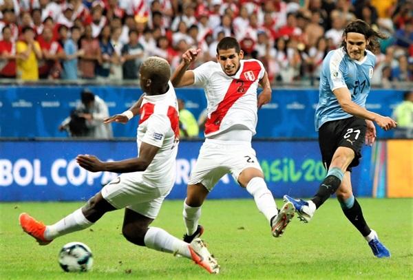 Uruguay khá bế tắc trong việc tìm bàn thắng trong hiệp 2