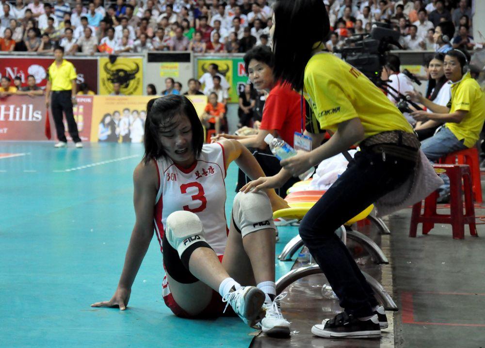 Các chấn thương chân khi chơi bóng chuyền