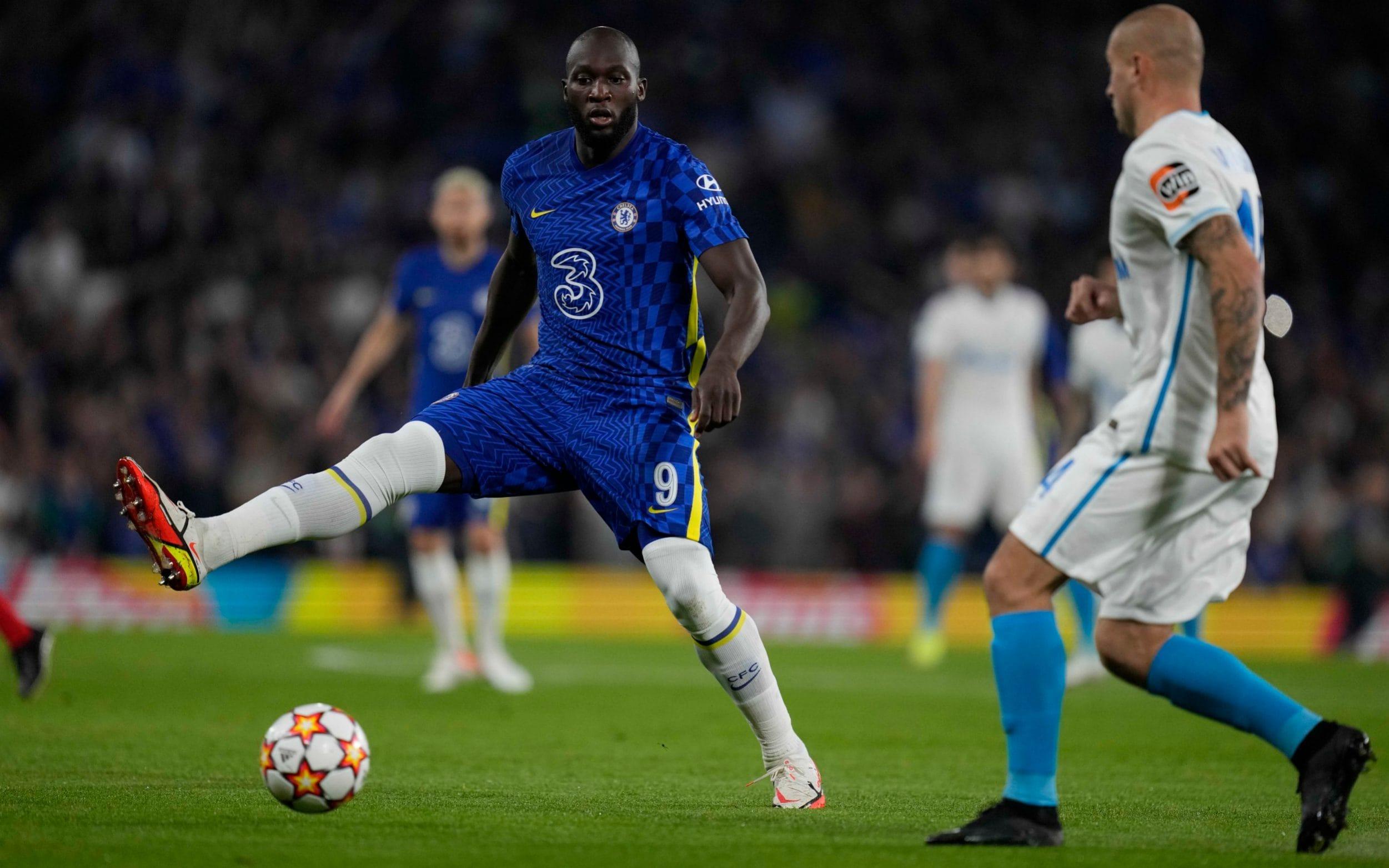 Hiệp 1 trận đấu Chelsea luôn áp đảovề tỷ lệ kiểm soát bóng và thế trận