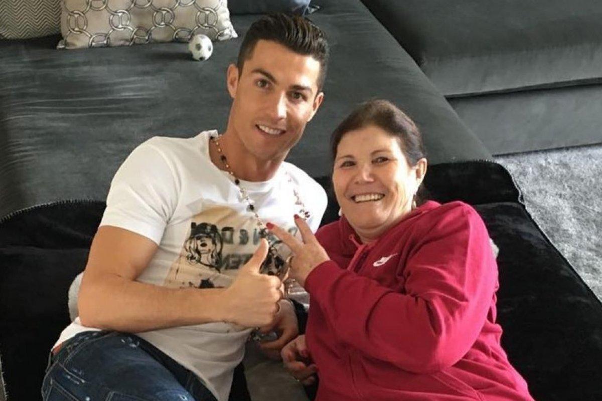 Đôi nét về mẹ của siêu sao Ronaldo