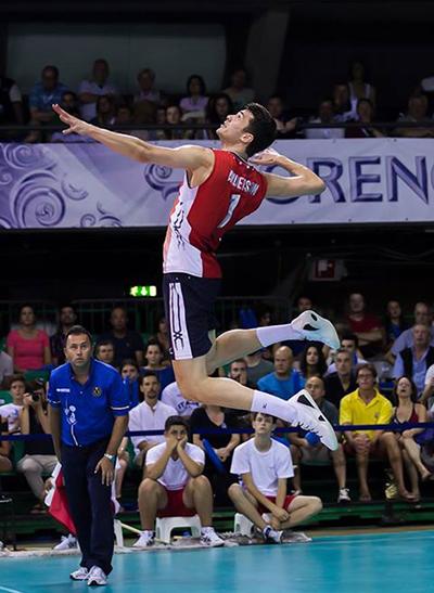 Hiểu về kỹ năng phát bóng tấn công trong bóng chuyền