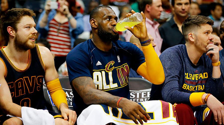 Top 2 loại đồ uống mà vận động viên bóng rổ không nên bỏ qua