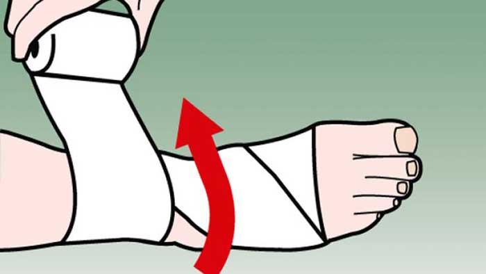 Tuyệt chiêu quấn băng cổ chân đúng cách khi chơi bóng đá