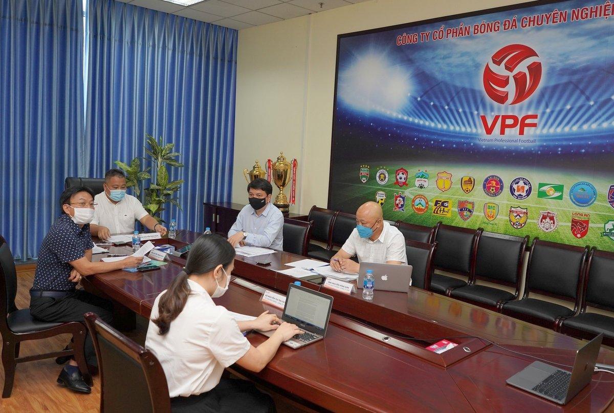 VPF chủ trì cuộc họp với 27 đội bóng để báo phương án tổng thể khi dừng tổ chức giải
