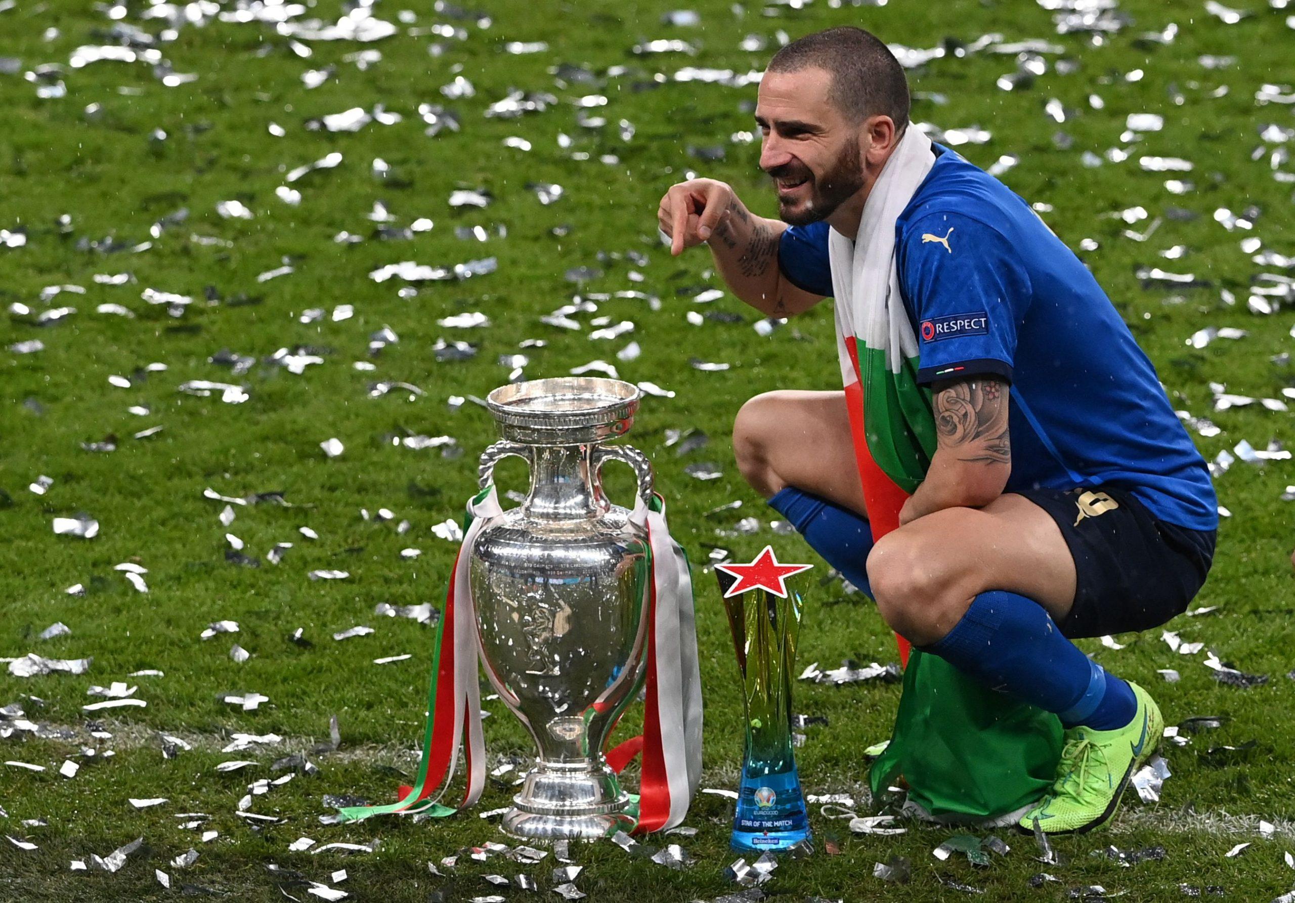 Bonucci trở thành cầu thủ lớn tuổi nhất ghi bàn tại chung kết Euro khi 34 tuổi 71 ngày