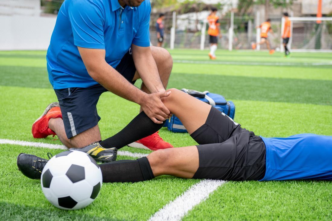 Tuyệt chiêu khắc phục tình trạng căng cơ khi chơi bóng đá