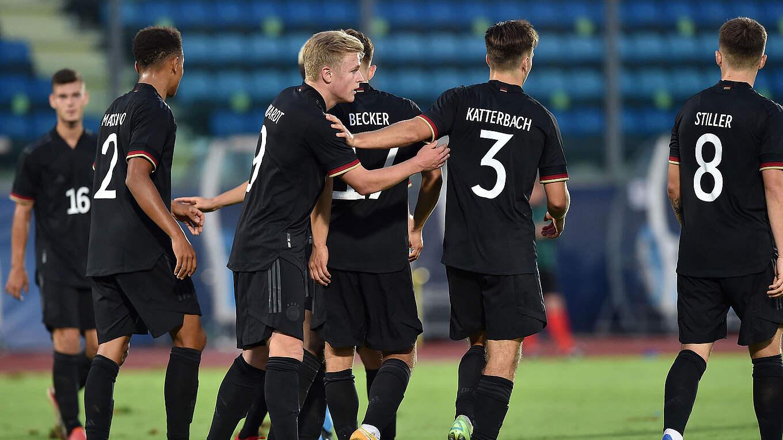 """U21 Đức thắng đậm U21 San Marino với hai """"cú đúp"""" kỷ lục của Moukoko"""