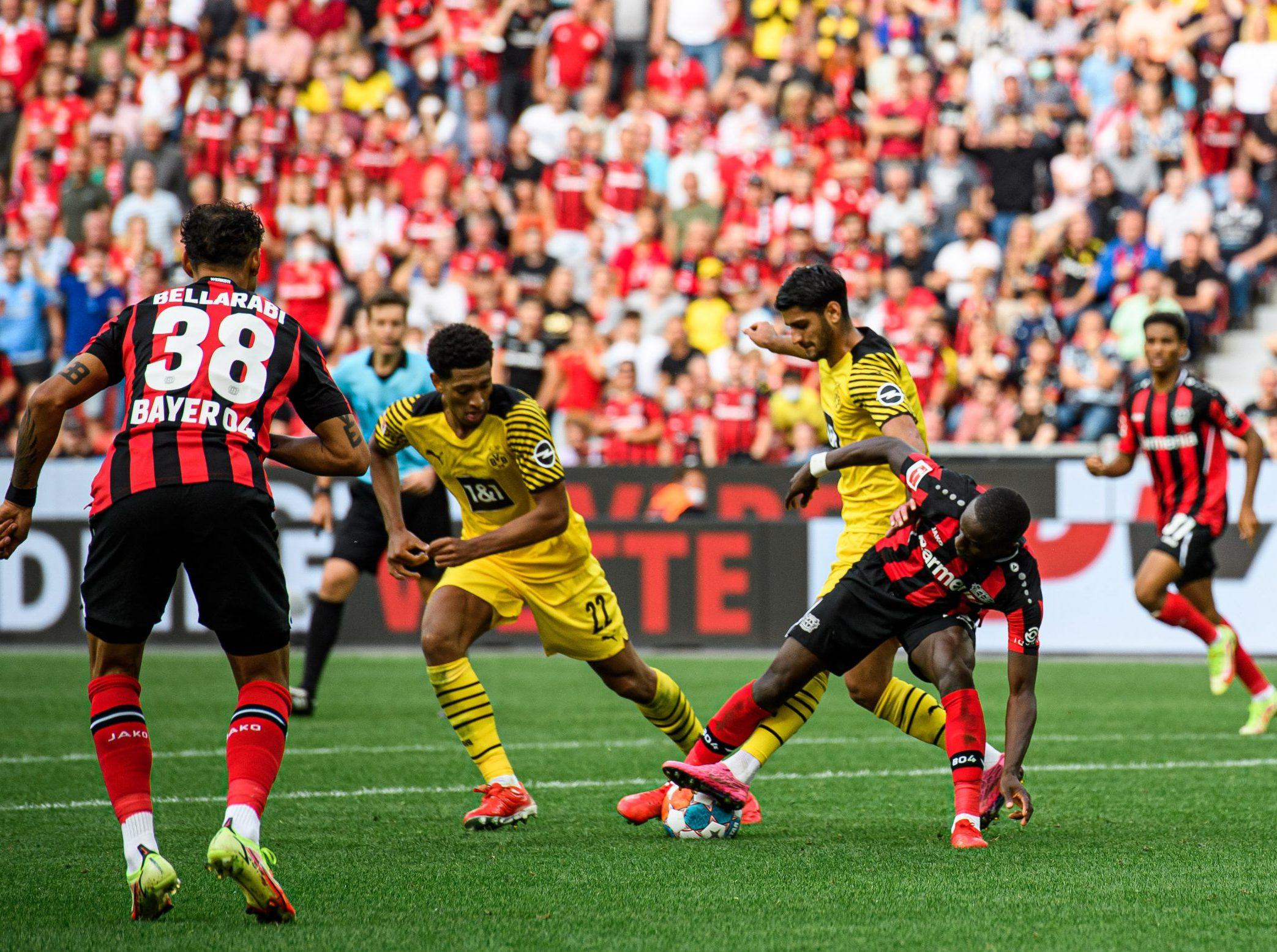 Leverkusen là đội bóng tạo được lợi thế trước Dortmund trong hiệp 1