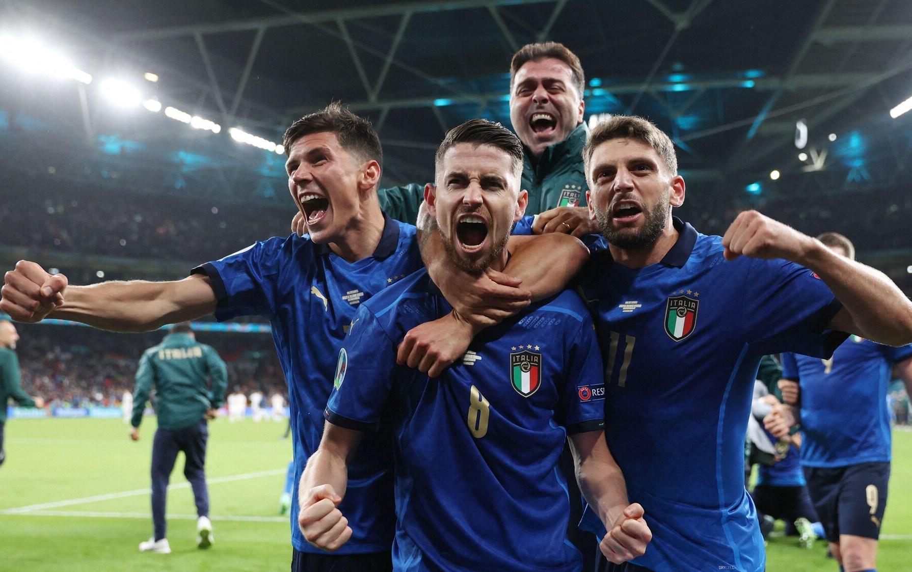 Được biết, UEFA đã trao cho Italy số tiền thưởng lên tới 99.5 triệu Euro cho ngôi vô địch
