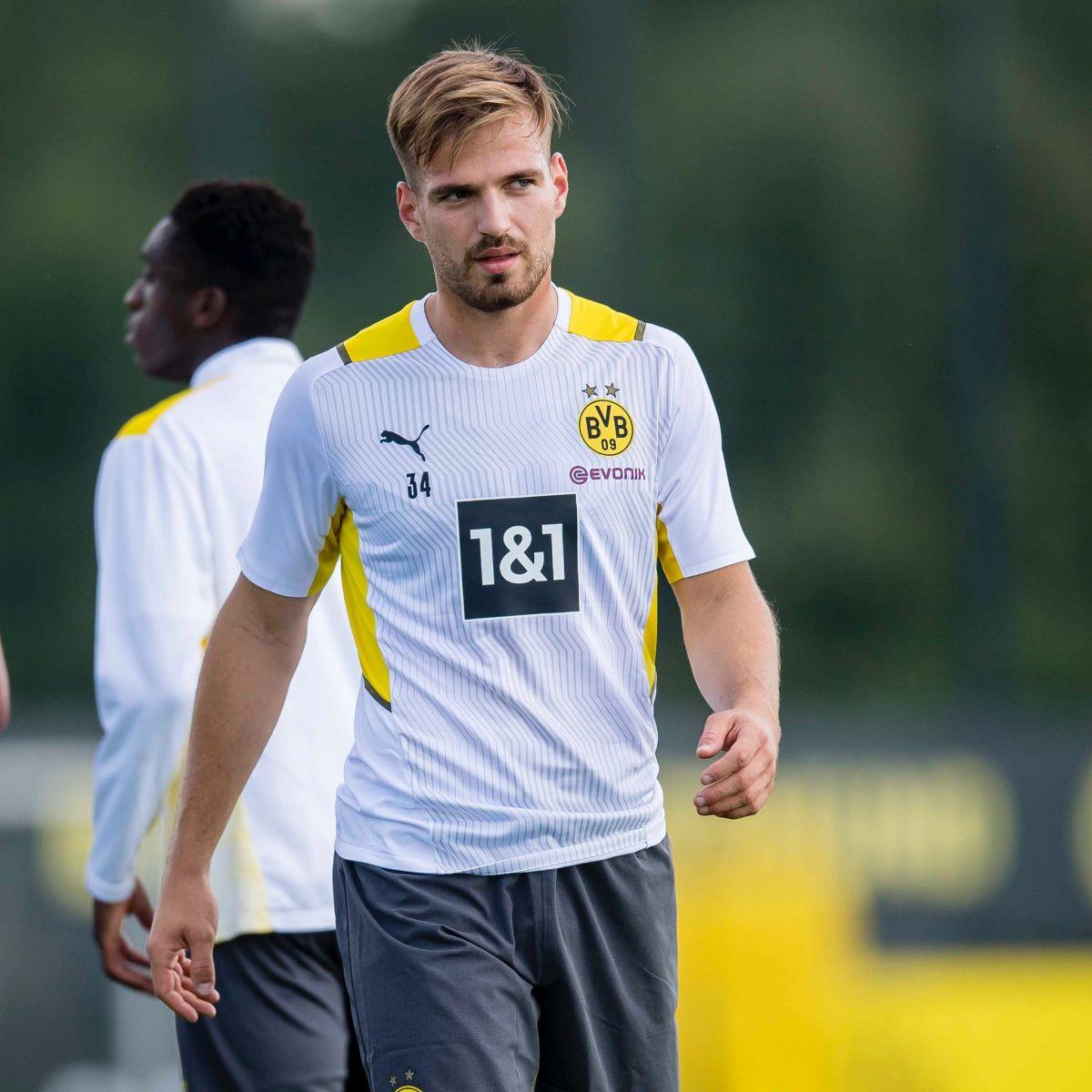 Pongracic sẽ trám vào khu vực đang thiếu hụt trầm trọng là trung vệ khi về Dortmund