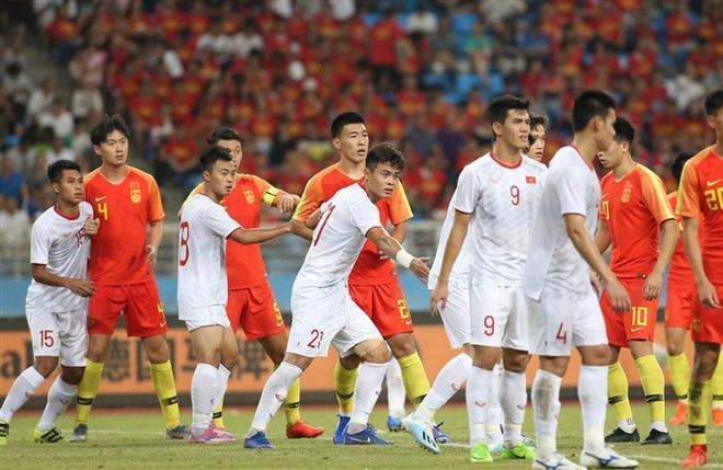 Trận đấu giữa Trung Quốc và Nhật Bản diễn ra tại sân vận động Khalifa International