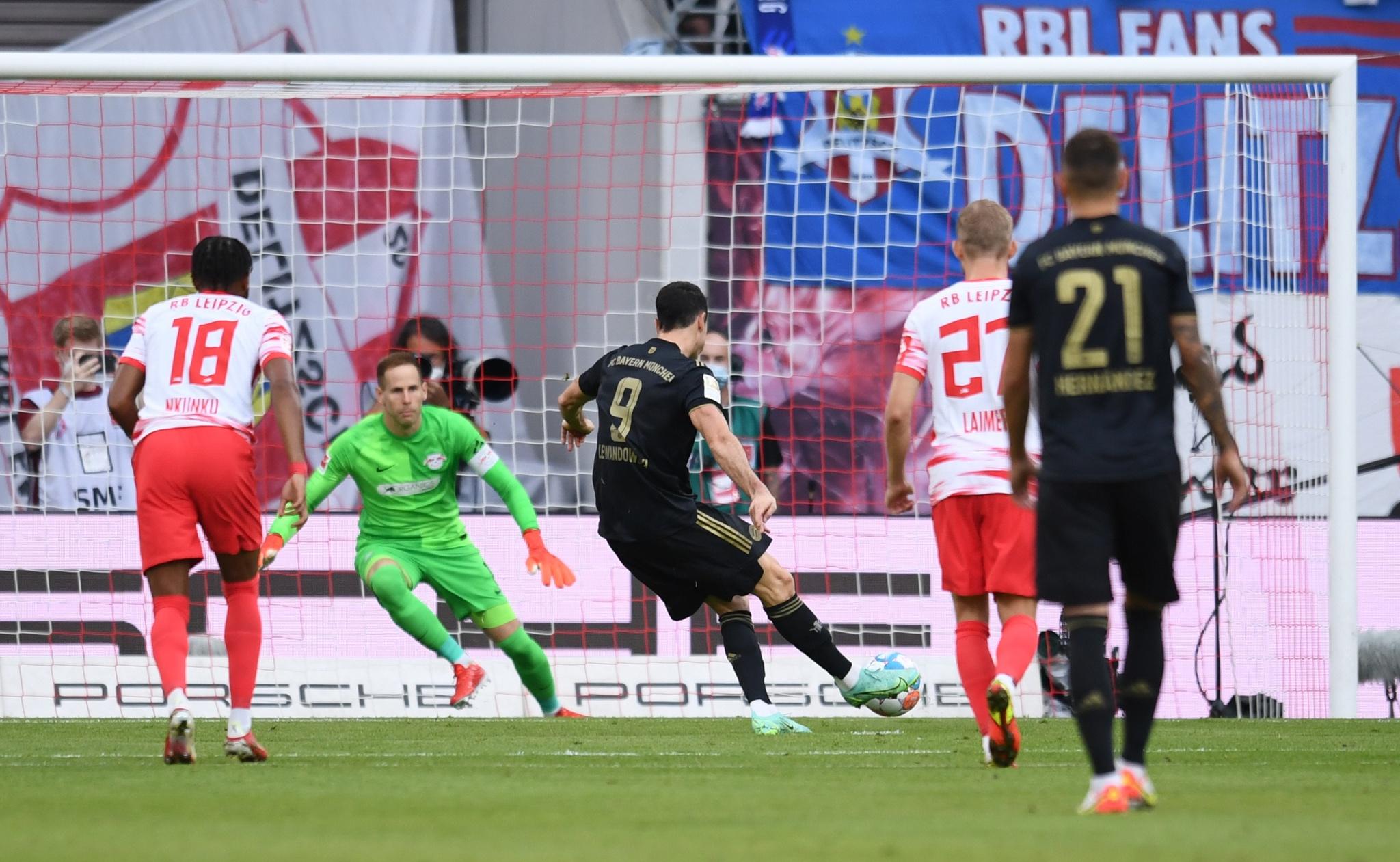 Robert Lewandowski mở tỷ số ngay phút thứ 12 cho Bayern Munich