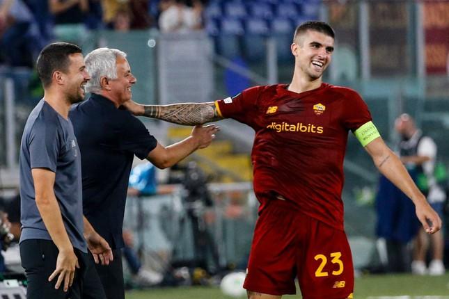 Mancini chia sẻ bàn thắng với thầy của mình