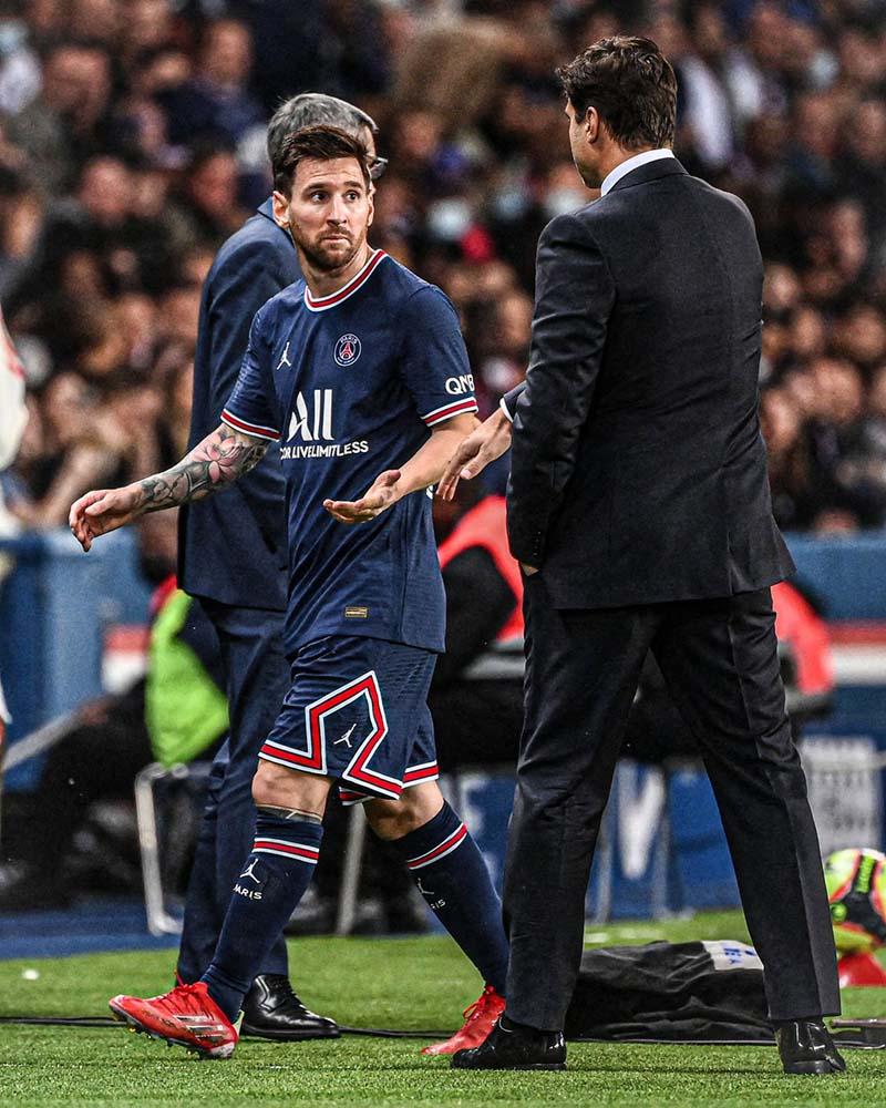 Messi từ chối bắt tay