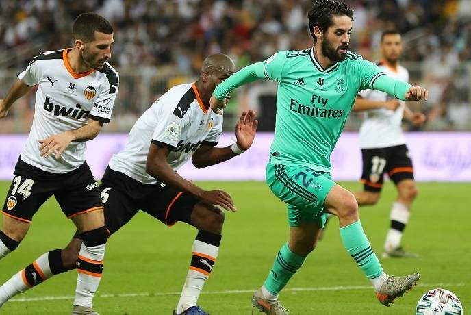 Valencia ghi bàn thắng đầu tiên