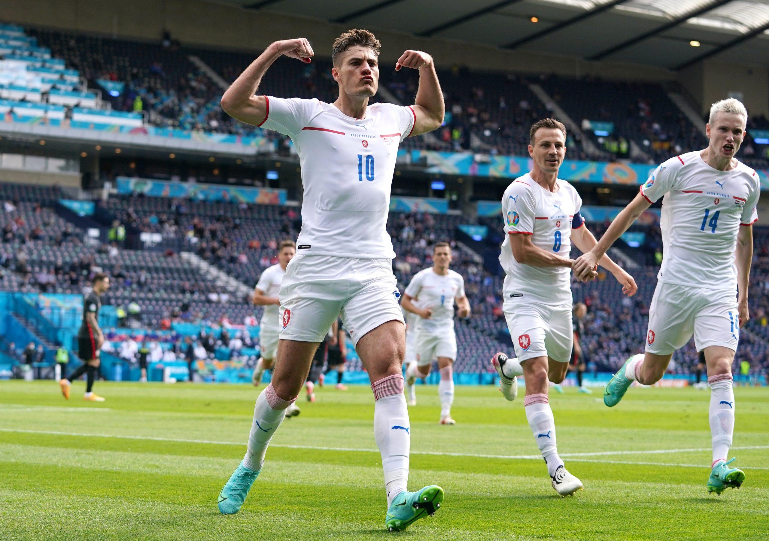 Siêu phẩm sút xa của Patrick Schick được ghi nhận ở phút thứ 52 khi Cộng hoà Séc gặp Scotland