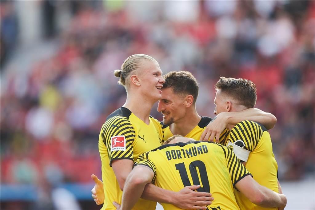 Màn lội ngược dòng giành chiến thắng của Borussia Dortmund