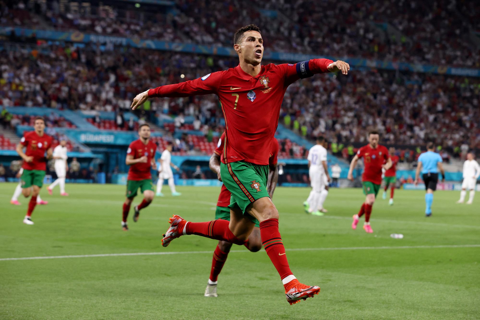 Sớm dừng chân tại Euro 2020 nhưng thành tích Ronaldo ghi được tại giải đấu là cực kỳ đáng nể