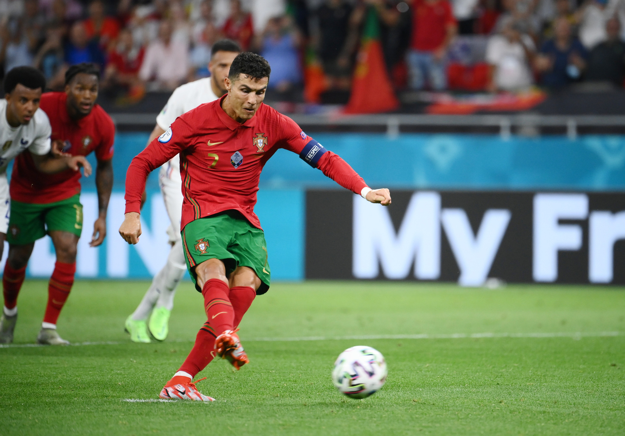 Sau khi giành được danh hiệu Vua phá lưới Euro 2020, Ronaldo đã gửi lời cảm ơn tới mọi người