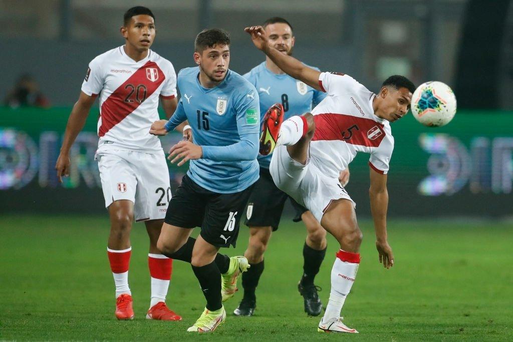 Uruguay chiếm ưu thế trong hiệp 1